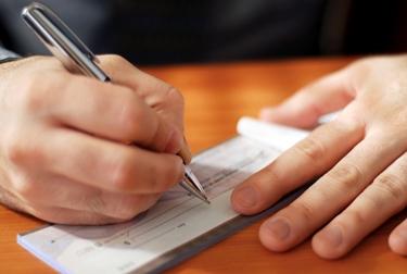 Compilare un assegno bancario